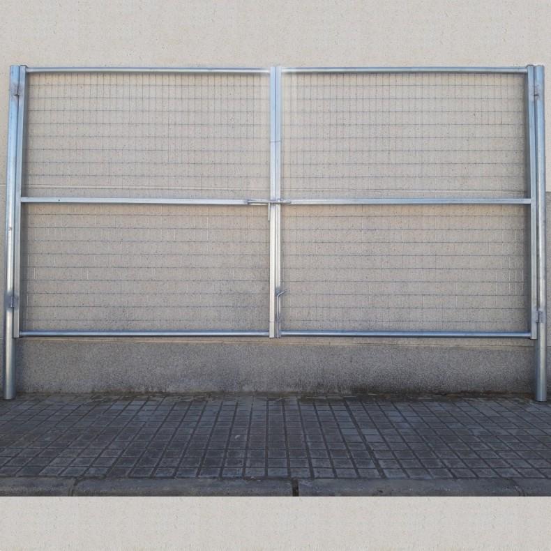 Puerta vehículos, de 6m de ancha X 2m de alta, para cierres con malla de simple torsión. Con panel rígido electrosoldado.