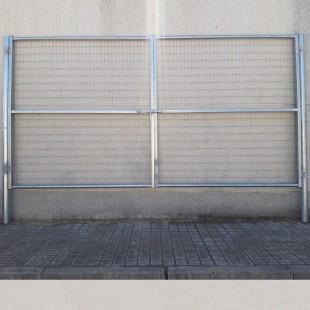 Puerta vehículos, de 3m de ancha X 2m de alta, para cierres con malla de simple torsión. Con panel rígido electrosoldado.