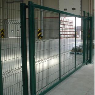 Puerta corredera 3m. de ancha y 2m de alta.